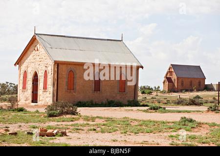 Chiesa Metodista con la Chiesa cattolica in background, Silverton vicino a Broken Hill, Outback Australia NSW Foto Stock