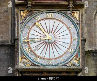 Orologio sulla parte esterna della Cattedrale di Wells Foto Stock