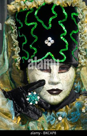 In costume di carnevale partecipante del Gesuiti quartiere di Venezia , Italia Foto Stock