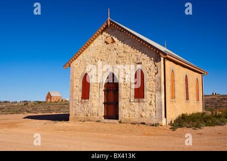 Chiesa metodista e Chiesa cattolica in background nella vecchia città mineraria di Silverton, vicino a Broken Hill, Foto Stock