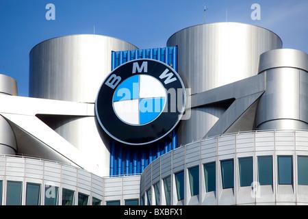 Sede della BMW AG di Monaco di Baviera, Germania, Europa Foto Stock