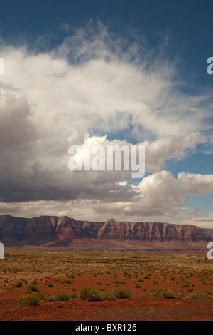 Sulla Scogliera Vermillion su grande scala dell'altopiano del Colorado a Glen Canyon vicino a Lees Ferry a pagina Foto Stock