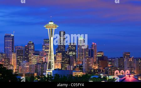 Lo skyline di Seattle all alba di un giorno di inverno in febbraio Foto Stock