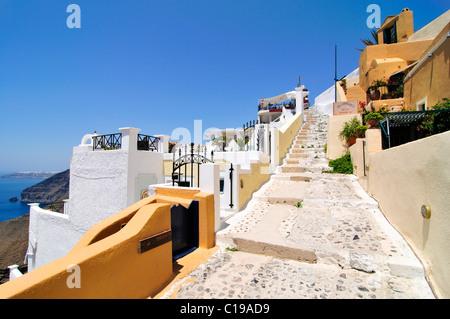 Vicolo di Thira, Fira, Santorini, Cicladi Grecia, Europa Foto Stock