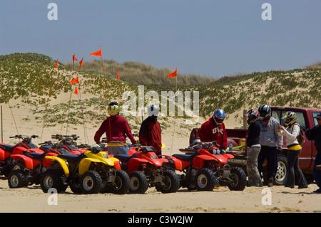ATV sulla sabbia a Oceano Dunes State Vehicular Recreation Area, Oceano, California Foto Stock