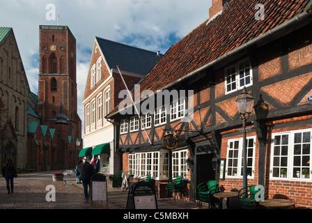 Città vecchia di Ribe con una casa in legno e muratura, Ribe, Jutland, Danimarca Foto Stock