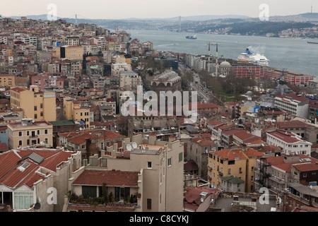 Vista del quartiere Beyoğlu dalla Torre di Galata - Istanbul, Turchia. Foto Stock