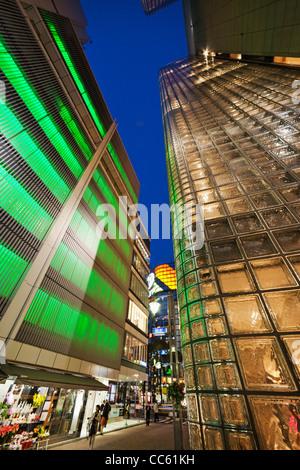 Giappone, Tokyo, Ginza, Maison Hermes Store e costruzione di Sony Foto Stock