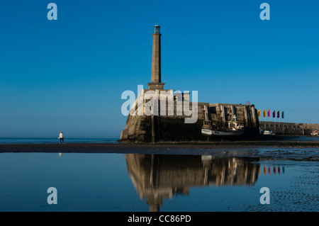 Vista riflessa di Margate braccio del porto. Isola di Thanet. Kent. In Inghilterra. Regno Unito Foto Stock