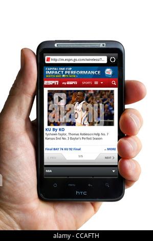 Guardando la ESPN sport sito web su uno smartphone HTC Foto Stock