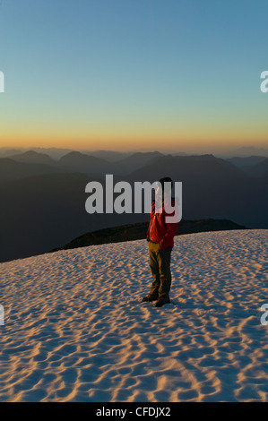 Lone Mountain climber sorge in cima a King's Peak Foto Stock