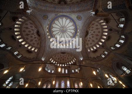CEELING della Moschea Blu Sultan Ahmet CAMII Sultanahmet Istanbul Turchia 27 Marzo 2012 Foto Stock