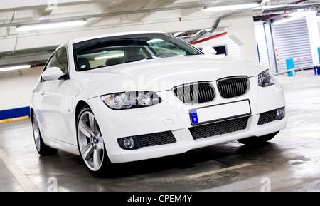Moderne BMW serie 3 parcheggio. Foto Stock