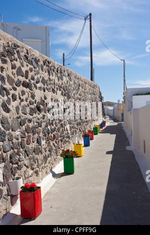 Il villaggio di Fira a Santorini, capitale dell'isola, Cicladi Grecia Foto Stock