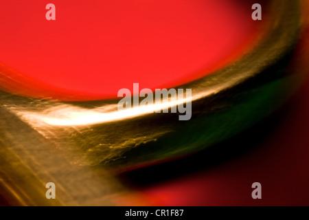 Extreme closeup di forbici. Immagine astratta prese con elevato ingrandimento Lenti macro. Foto Stock