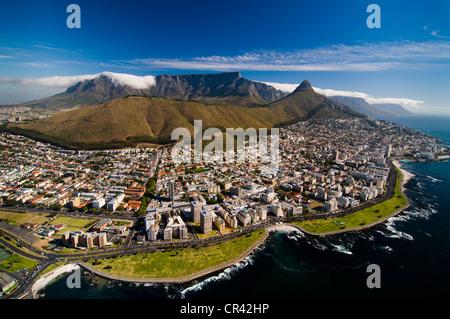 La Table Mountain, vista aerea, affacciato sulla Città del Capo, Western Cape, Sud Africa e Africa Foto Stock