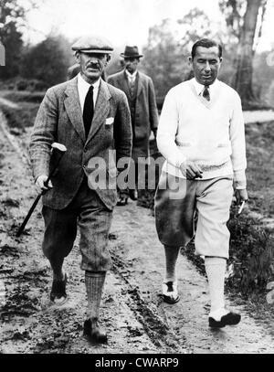 I golfisti Abe Mitchell Walter Hagen presso il campo da golf a Weybridge, Inghilterra durante una partita. Giugno Foto Stock