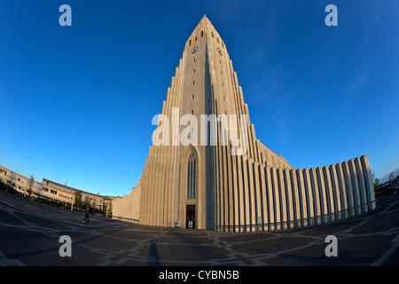 Hallgrimskirkja Chiesa cattedrale o al tramonto, Reykjavik, Islanda Foto Stock