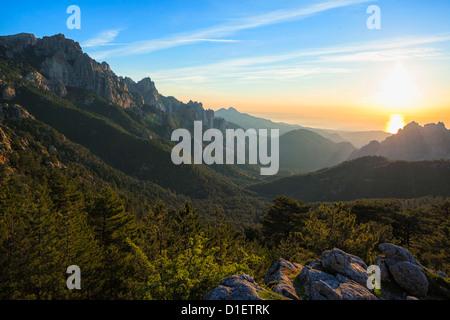 Sunrise al Col de Bavella, Corsica, Francia Foto Stock