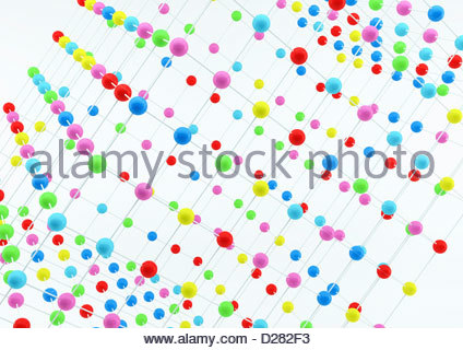 Vicino la disposizione a griglia di sfere multicolore su sfondo bianco Foto Stock
