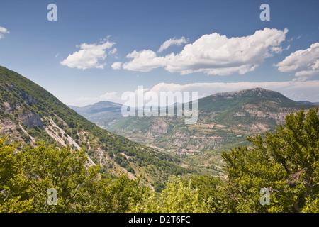 Guardando verso la zona delle Montagne du Buc in Rhone-Alpes, Francia, Europa Foto Stock
