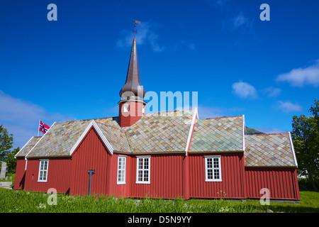Scenic vecchia chiesa rossa in Flakstad sulle isole Lofoten in Norvegia Foto Stock