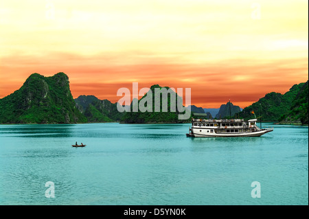 Cat Hai nella baia di Halong. Vietnam del nord. Foto Stock