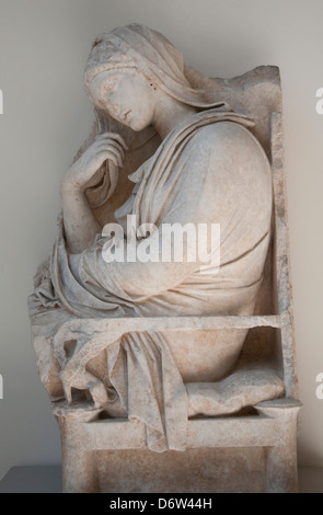Tomba di marmo marcatore di una donna nel Metropolitan Museum of Art, (met) New York City USA Foto Stock
