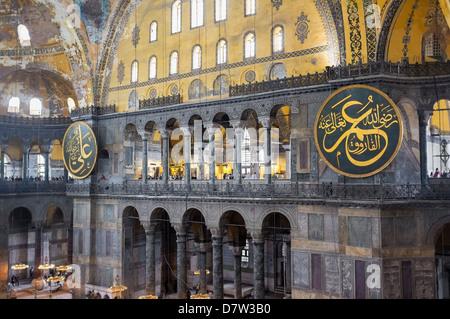 Interno di Hagia Sophia, Sito Patrimonio Mondiale dell'UNESCO, Istanbul, Turchia Foto Stock