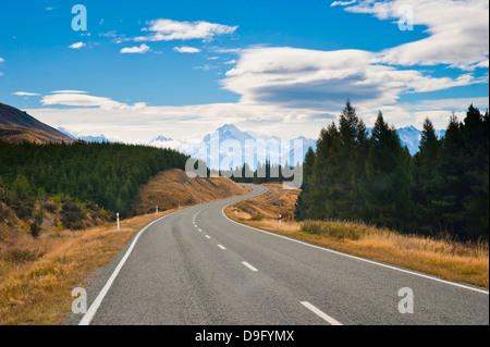 Strada di Aoraki Monte Cook in Aoraki Parco nazionale di Mount Cook, Sito Patrimonio Mondiale dell'UNESCO, Isola Foto Stock