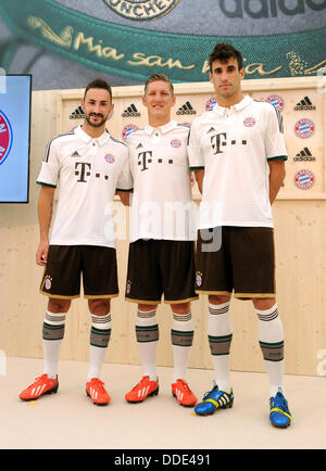 Javier Martinez (R-L), Bastian SCHWEINSTEIGER e Diego Contento di calcio tedesco lato FC Bayern Monaco pone durante Foto Stock