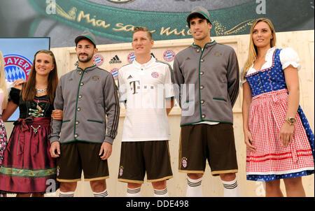 Javier Martinez (2-R-L), Bastian SCHWEINSTEIGER e Diego Contento di calcio tedesco lato FC Bayern Monaco pone durante Foto Stock