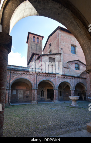 Chiesa di Santo Stefano, il complesso delle sette chiese, mostrando Cortile di Pilato (Pilato's courtyard) con altamente Foto Stock