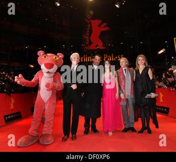 Steve Martin, Jean Reno, Aishwarya Rai Bachchan, regista Harald Zwart e sua moglie (l-r) alla Berlinale premiere Foto Stock