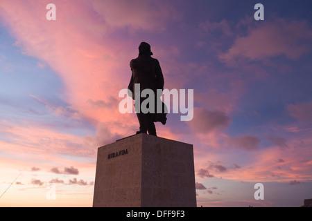 Cuba, La Habana Vieja, Monumento Maximo Gomez, tramonto Foto Stock