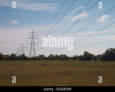 Linee elettriche ad alta tensione, Newbridge, Inghilterra Foto Stock