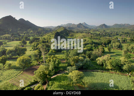 Paesaggio, stagione dei monsoni, Devigarh vicino a Udaipur, Rajasthan, India, Asia Foto Stock