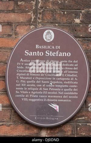 La placca per la Basilica di Santo Stefano in Piazza Santo Stefano, BOLOGNA, Italia. Foto Stock