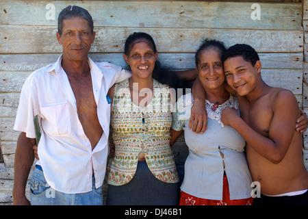 Famiglia cubana, La Barigua, Cuba Foto Stock