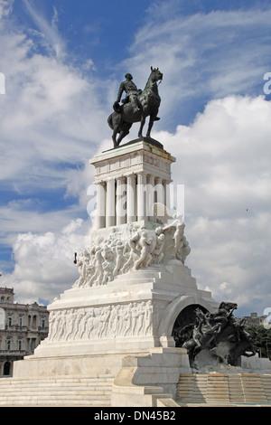 Monumento a Máximo Gómez, l'Avana Vecchia (La Habana Vieja), Cuba, il Mare dei Caraibi e America centrale Foto Stock