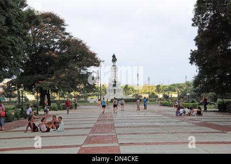 Plaza 13 de marzo e il Monumento a Máximo Gómez, l'Avana Vecchia (La Habana Vieja), Cuba, il Mare dei Caraibi Foto Stock