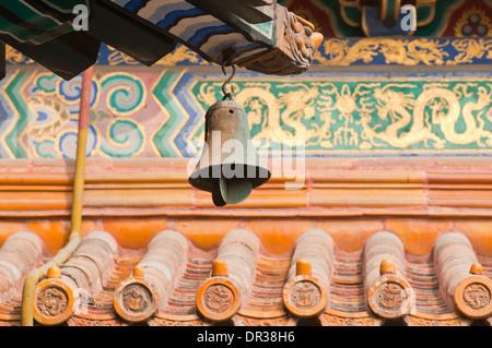 Campana del vento nel Tempio Yonghe noto anche come Yonghe Lamasery o semplicemente il Tempio dei Lama a Pechino Foto Stock