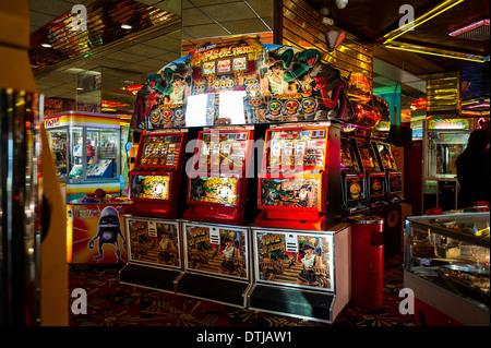 L'interno di una sala giochi a Southend. Foto Stock