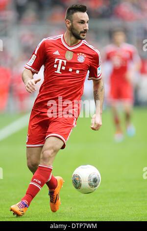 Monaco di Baviera, Germania. 15 feb 2014. Monaco di Baviera Diego è contento gioca la palla durante la Bundesliga Foto Stock