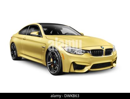 Oro 2015 BMW M4 Coupe auto performance isolati su sfondo bianco Foto Stock