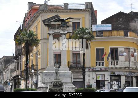 Monumento dedicato ai Caduti in Guerra, Giarre, Sicilia Foto Stock