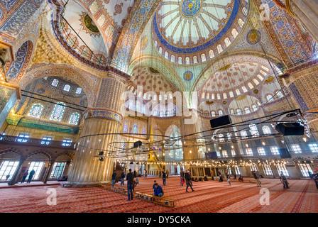 Interno della moschea blu (Sultanahmet Camii), quartiere di Sultanahmet, Istanbul, Turchia Foto Stock