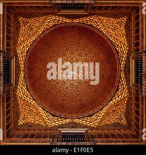 Cupola dorata della sala degli ambasciatori a Alcazar, Siviglia, Spagna. Foto Stock