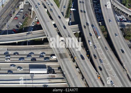 Gli Stati Uniti, California, Los Angeles, superstrade intersezione (vista aerea) Foto Stock