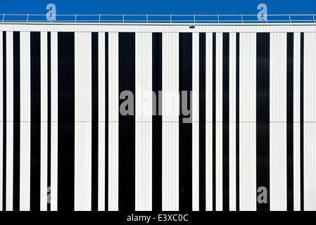 Il codice a barre sulla facciata di un edificio, Ginevra, il Cantone di Ginevra, Svizzera Foto Stock